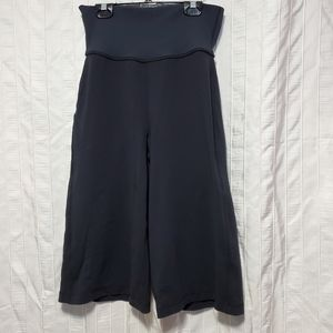 Lululemon Blissed Out Culottes Wide Leg, Size 6